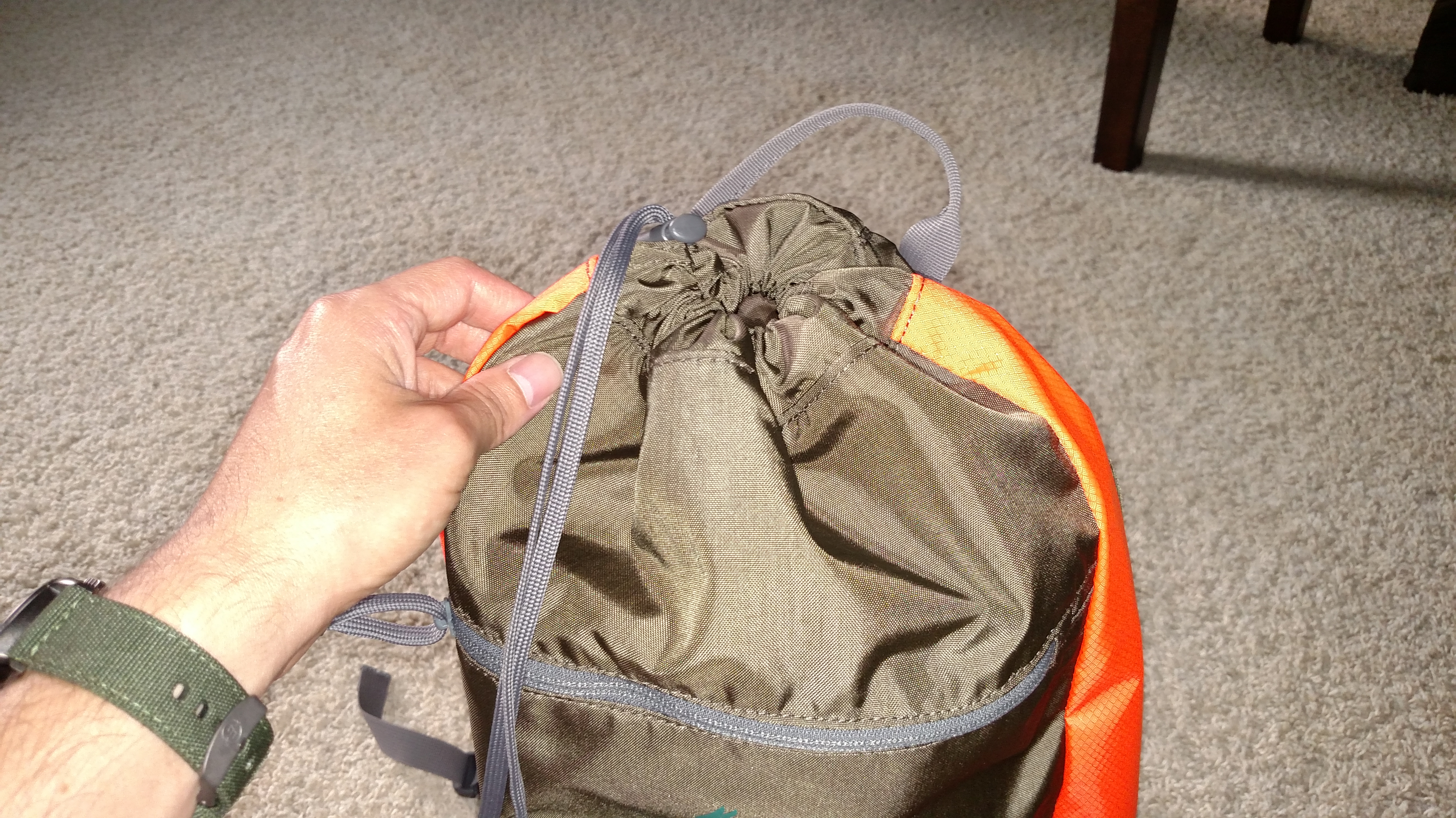 Here's the drawstring and the zippered pouch.