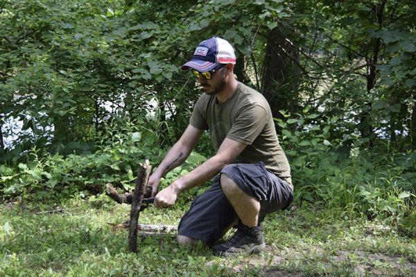 Wade batoning firewood