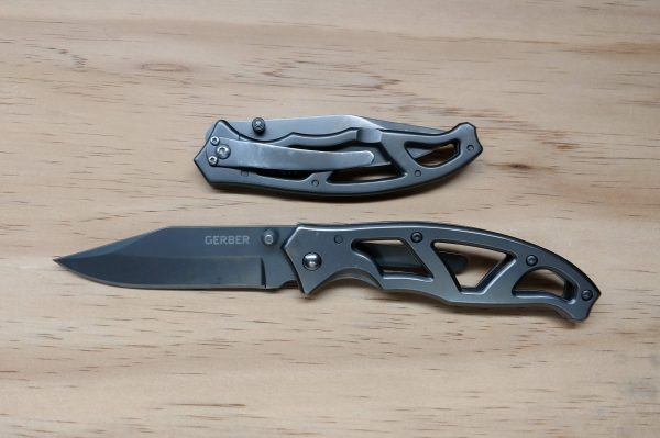 The Gerber Paraframe, open and closed.